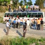 Le Nepal ou le pays ou on met le plus de monde dans (et sur) un bus !