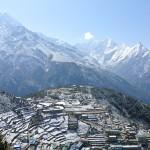 """Vue sur Namche Bazaar (3500m), le dernier """"gros"""" village sur le chemin du camp de base de l'Everest."""